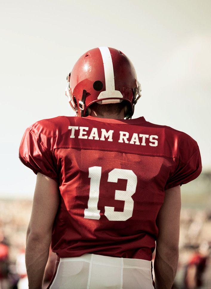 Das Bild zeigt einen American Football-Spieler von hinten, auf dem Rücken steht Team Rats.